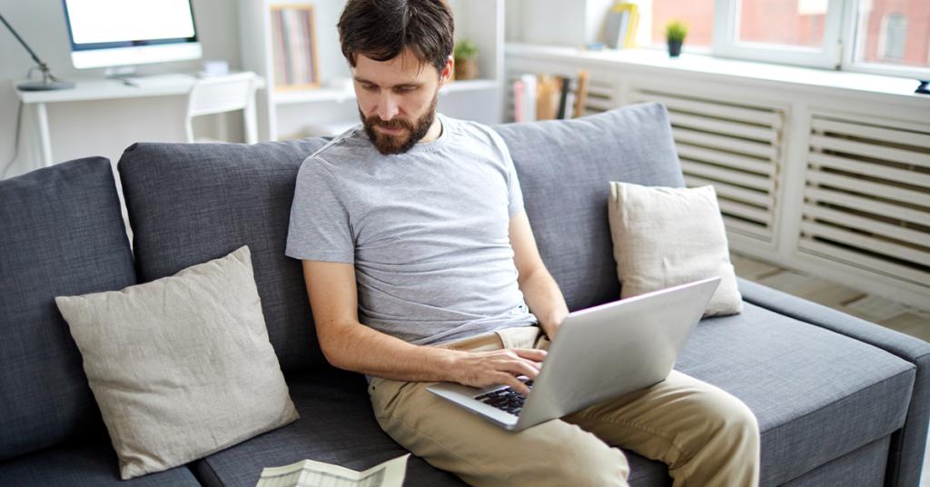 Conectando-se à linha de frente: 3 maneiras de engajar funcionários sem escritório