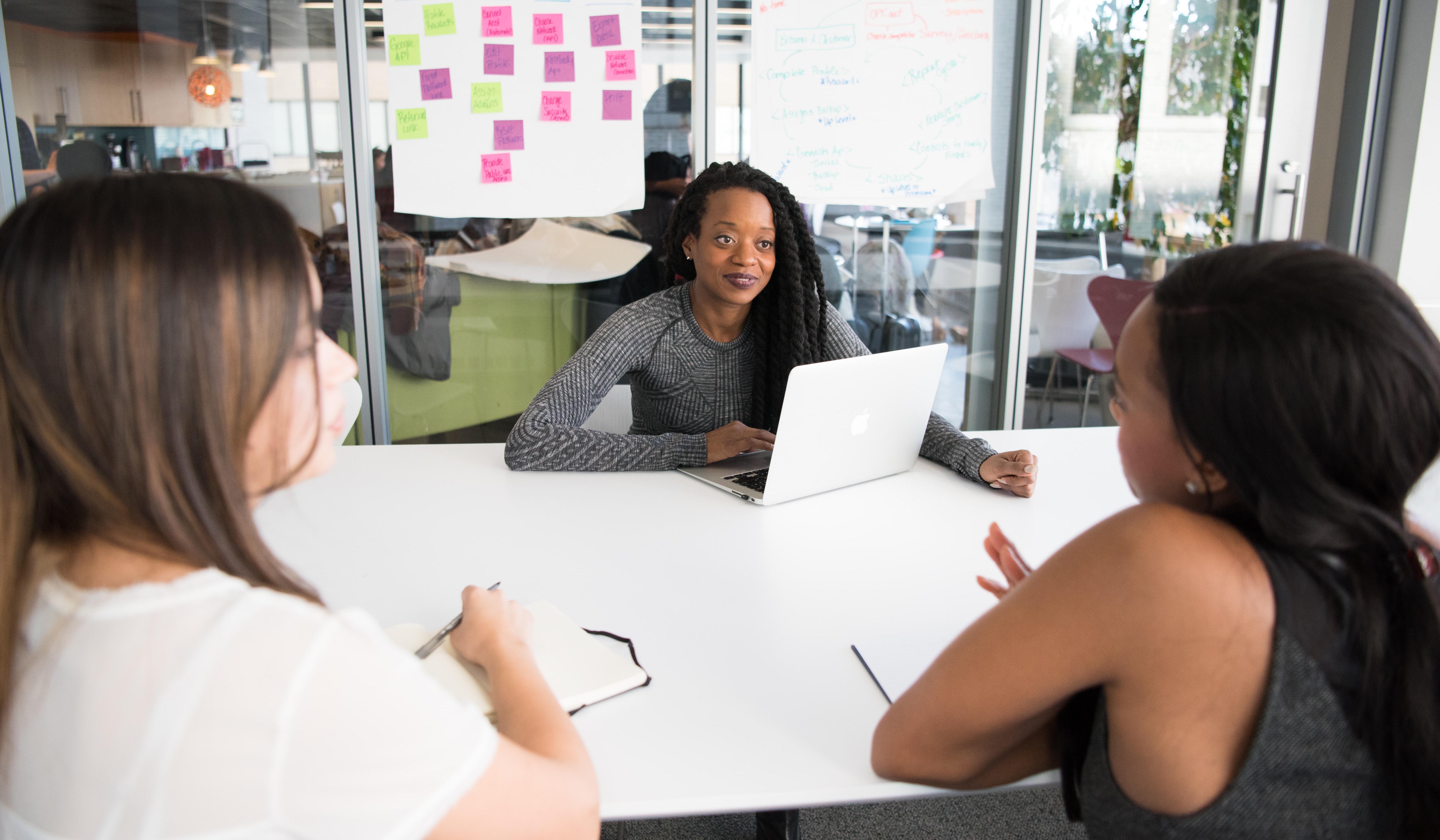 Como aproveitar os testes de habilidades para reduzir o preconceito inconsciente na contratação
