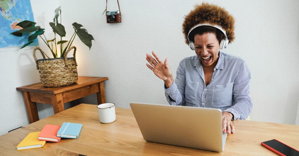 Esqueça o Zoom Happy Hour: Quatro ideias de engajamento de funcionários para tentar
